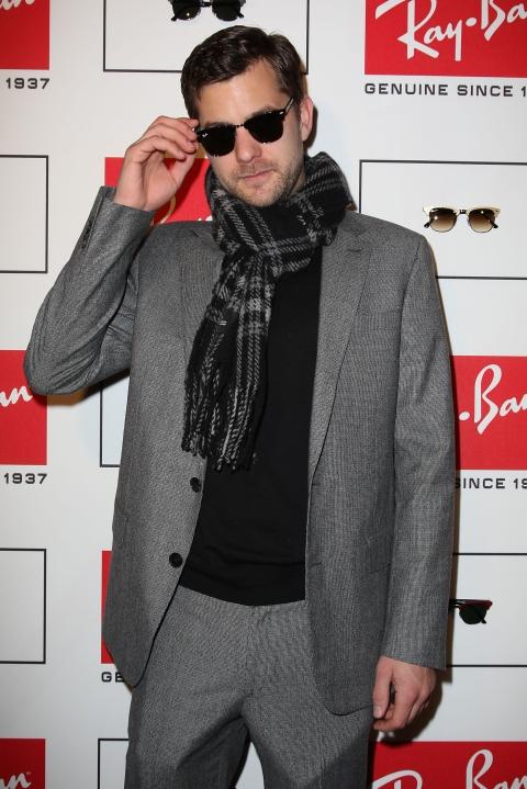 Joshua Jackson wearing Rayban Clubmaster